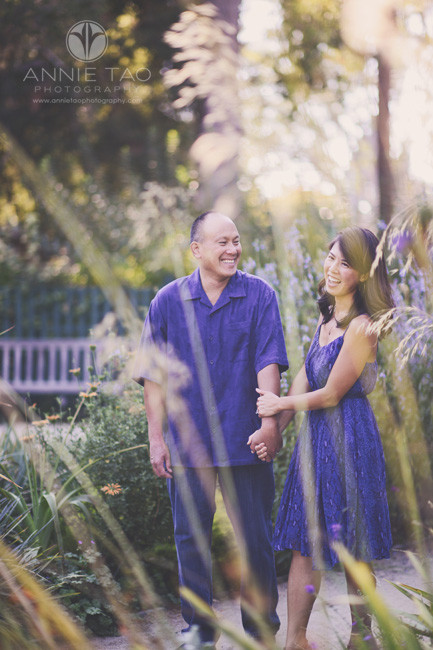 Bay-Area-San-Francisco-lifestyle-photography-couple-laughing-holding-hands-in-garden
