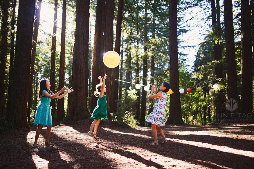 East-Bay-styled-children-photography-girls-playing-monkey-in-the-middle