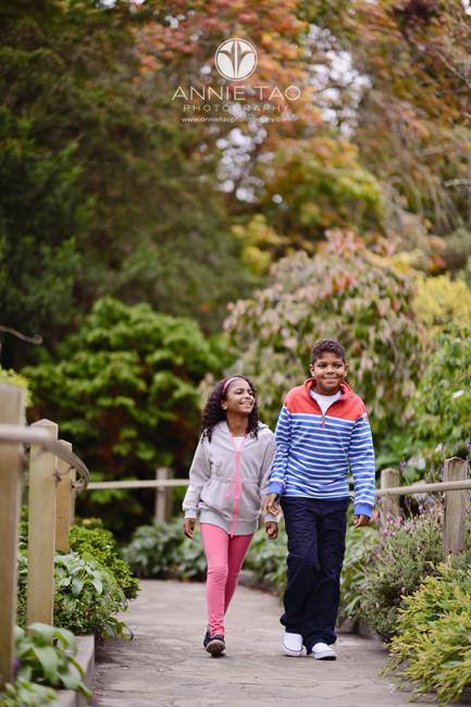 san-francisco-lifestyle-children-photography-siblings-walking-on-ramp