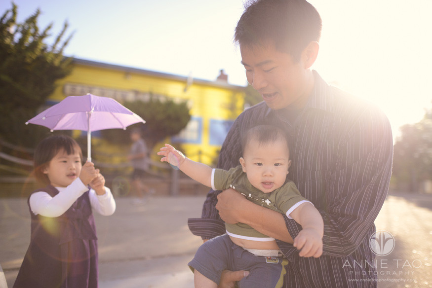 San-Francisco-lifestyle-family-baby-photography-dad-holding-baby-in-sunflare-toddler-girl-holding-umbrella