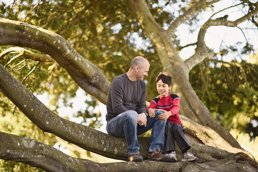 East-Bay-lifestyle-family-photography-proud-father-looking-at-son-while-both-in-a-tree