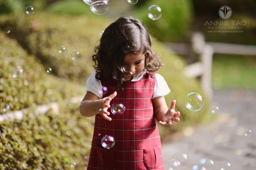San-Francisco-lifestyle-children-photography-toddler-girl-enjoying-bubbles
