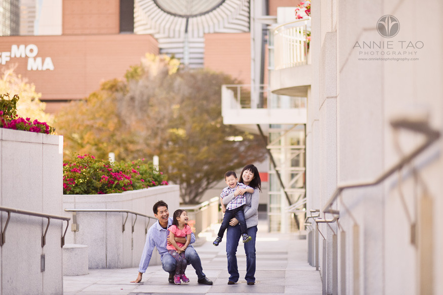 San-Francisco-lifestyle-family-photography-kids-running-into-parents-arms-in-city