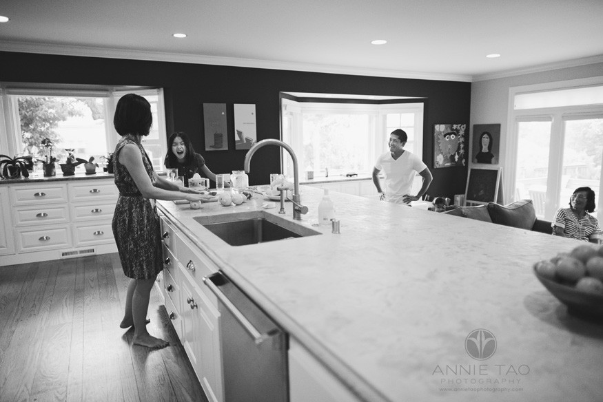 East-Bay-lifestyle-family-photography-family-in-kitchen-BxW