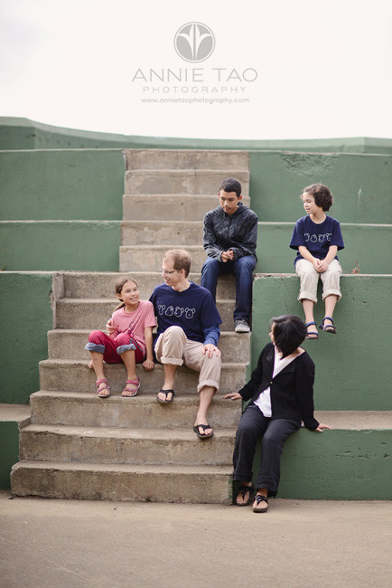 San-Francisco-lifestyle-family-beach-photography-family-of-five-on-outdoor-stairs