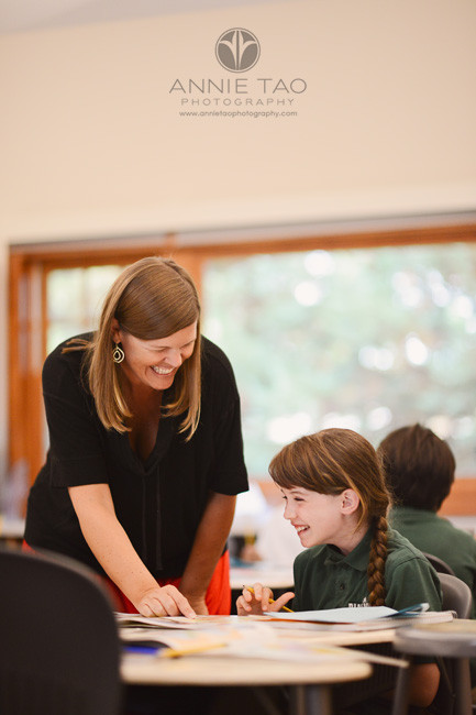 San-Francisco-Bay-Area-school-photography-teacher-enjoys-working-with-student-in-class
