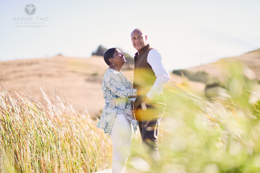 South-Bay-lifestyle-couple-photography-man-and-woman-hugging-in-marsh