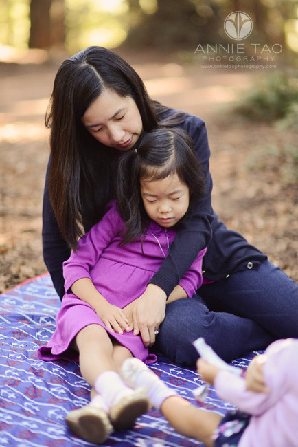 East-Bay-lifestyle-family-photography-mother-snuggling-with-daughter-in-forest