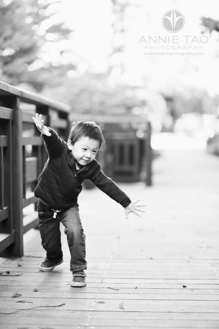 East-Bay-lifestyle-children-photography-preschooler-boy-with-arms-spread-BxW