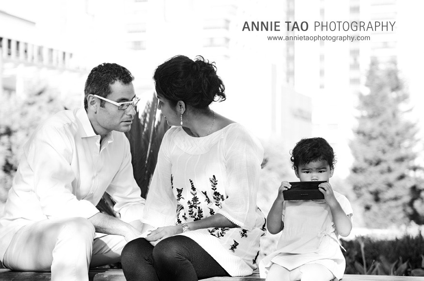 San-Francisco-lifestyle-family-photography-toddler-looking-at-me-while-parents-talk