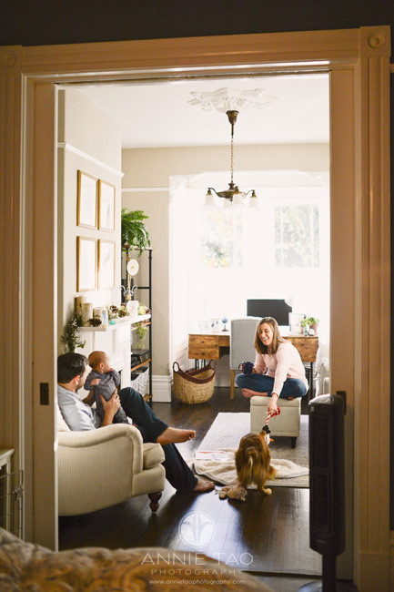 san-francisco-lifestyle-family-photography-parents-playing-with-baby-and-furbaby-in-livingroom