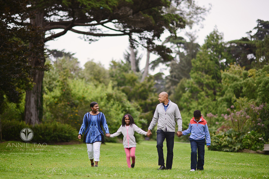 san-francisco-lifestyle-family-photography-family-walking-on-green-grass