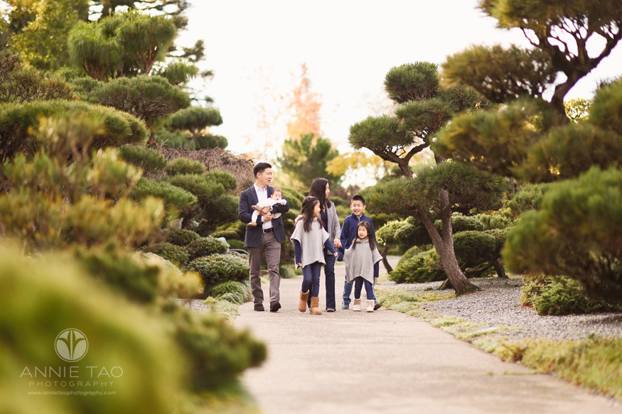 east-bay-lifestyle-family-photography-parents-with-four-kids-walking-through-japanese-garden