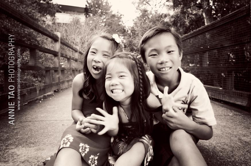 East-Bay-lifestyle-family-photography-kids-on-bridge
