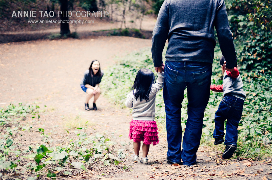 San-Francisco-East-Bay-lifestyle-family-photography-dad-with-son-and-daughter-running-towards-mom