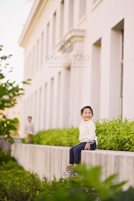 East-Bay-lifestyle-children-photography-boy-sitting-on-ledge-while-little-brother-walks-over