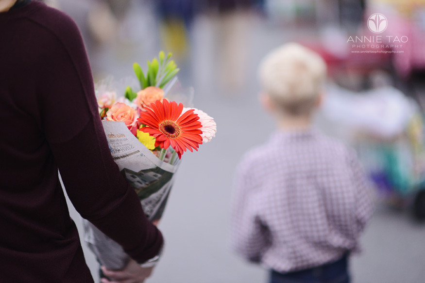 Bay-Area-lifestyle-photography-woman-holding-flowers-at-farmers-market