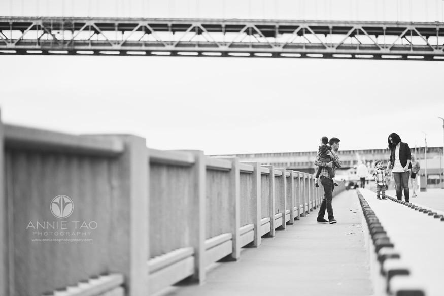 San-Francisco-lifestyle-family-photography-family-walking-along-Embarcadero-BxW