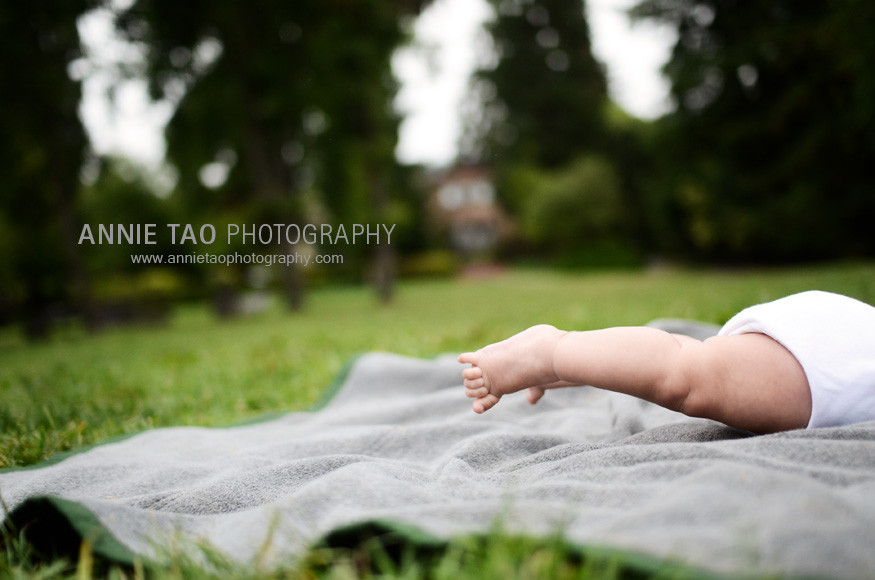 Berkeley-lifestyle-family-photography-baby-doing-the-superman-move