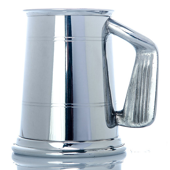 Pewter One Pint Tankard - Two Line Golf Handle