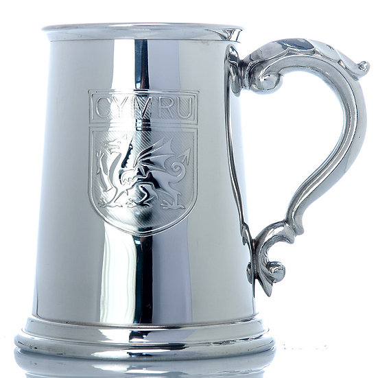 Pewter one pint tankard with flag design