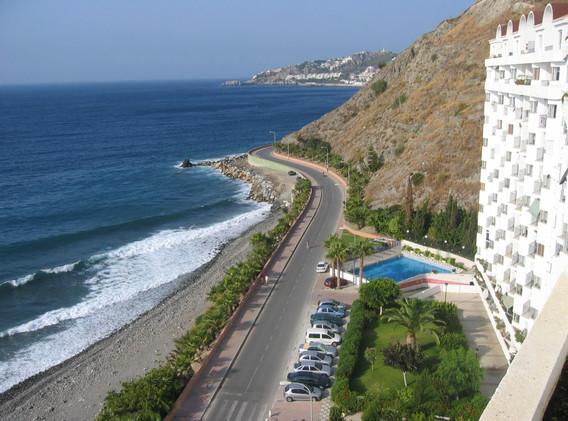 Strand, parkering og pool