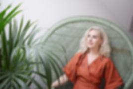 Shannon Saunders transformation into iiola. iiola wearing the Amphora Kimono Wrap top by Nimiiny
