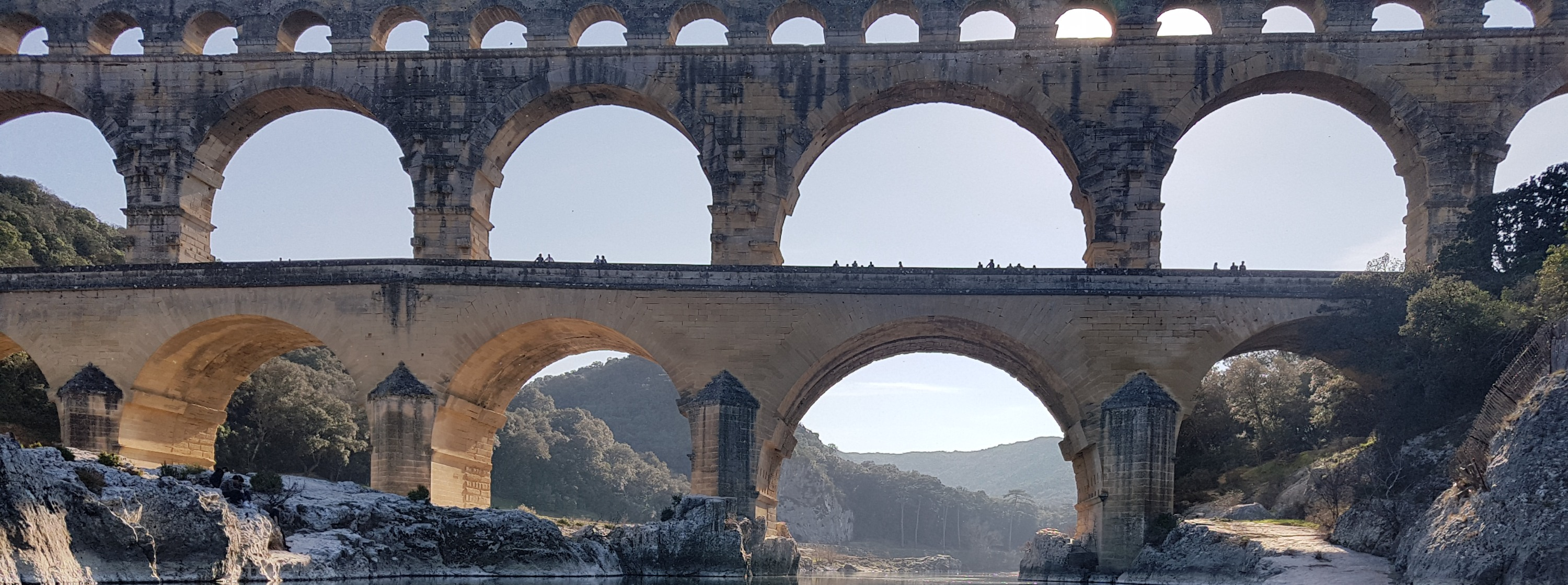 Beautiful canoe ride at the Pont-du-Gard during your French immersion in France