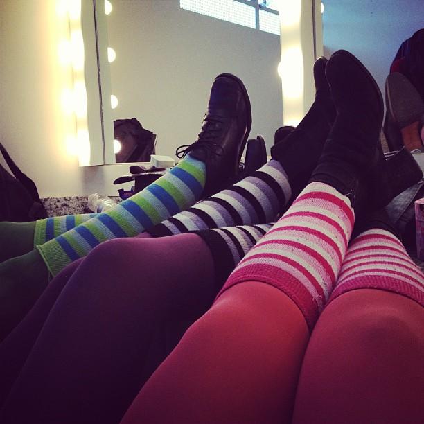 De pernas pro ar no camarim do Teatro Alfredo Mesquita - Ago/2013
