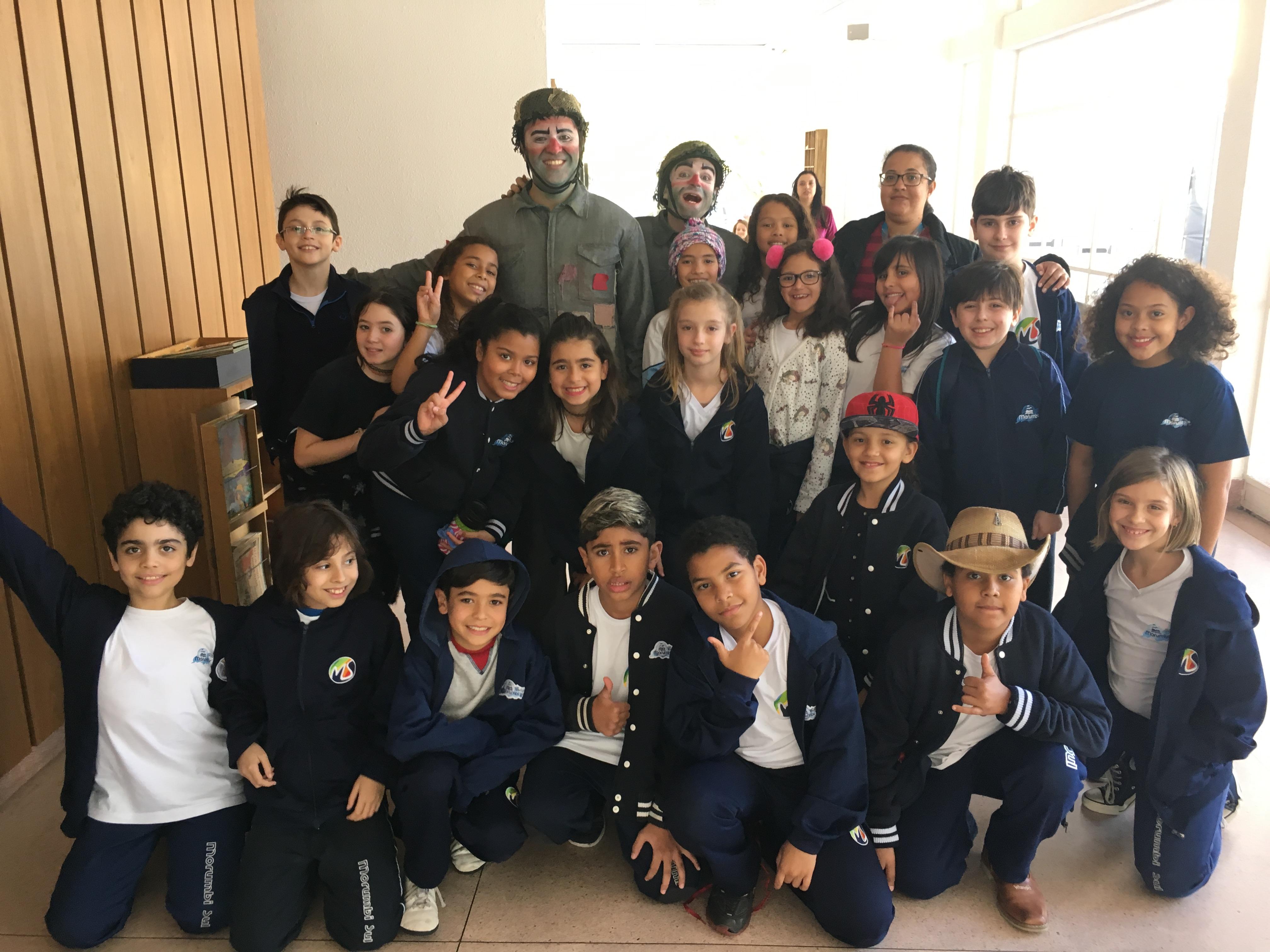 Alunos do Colégio Morumbi Sul assistindo O Inimigo - Teatro Paulo Eiró - Ago/2018