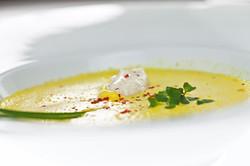 Cremesuppe mit Quarknocken