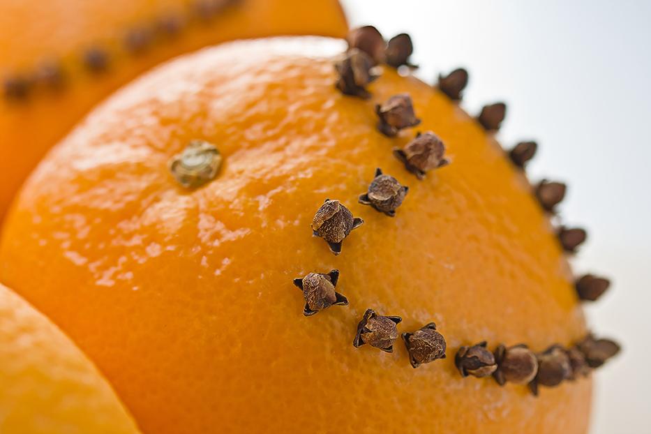 Orange gespickt mit Nelken