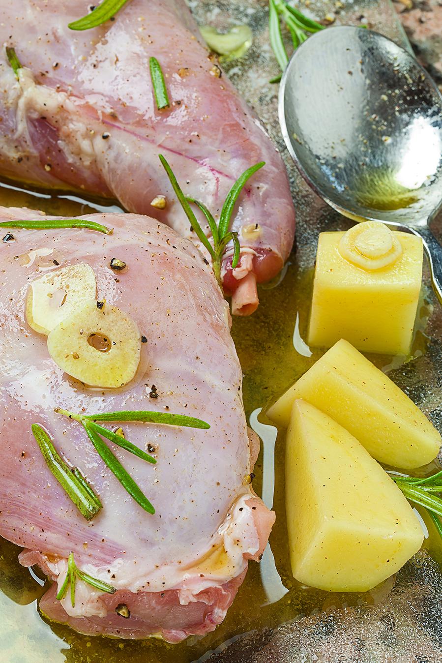 Marinierte Kaninchenkeulen mit Kartoffel