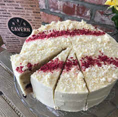 White Chocolate and Berry Cake