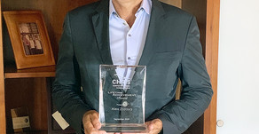 ALEX ZOZAYA DE APPLE LEISURE GROUP® RECIBEEL PREMIO LIFETIME ACHIEVEMENT POR PARTE DE CHRIS