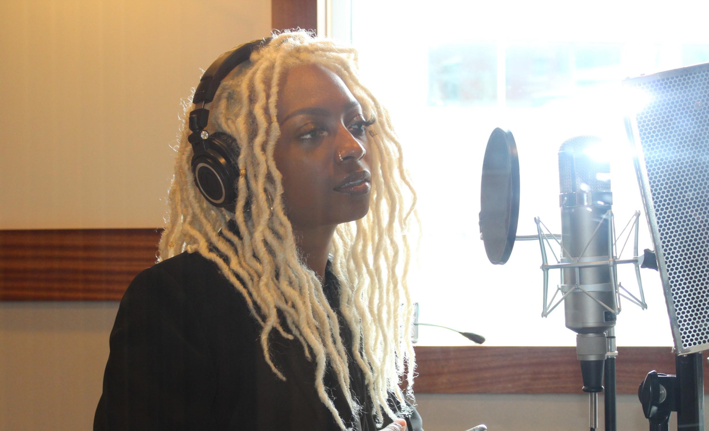 Features, Studio Sessions