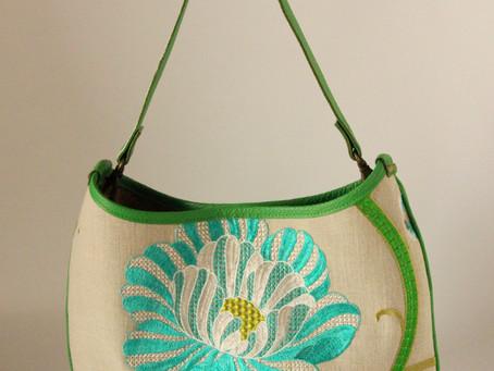【新作バッグ】大ぶりのお花の刺繍のバッグ