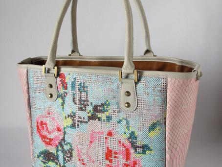 お仕事バッグも華やかでかわいくてもいいじゃないですか。