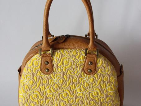 菜の花色の上品な色あわせのバッグ