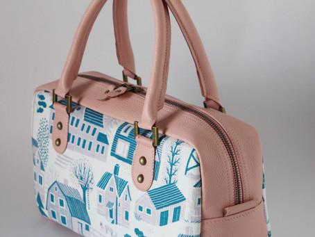 ベビーピンクの革の新作バッグです