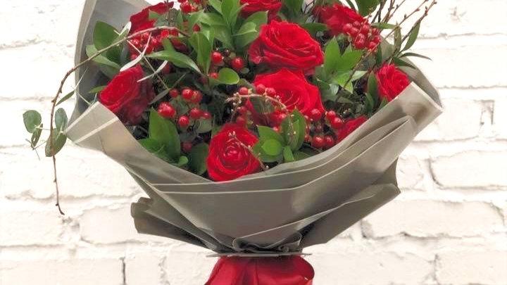 Premium Dozen Red Naomi Roses