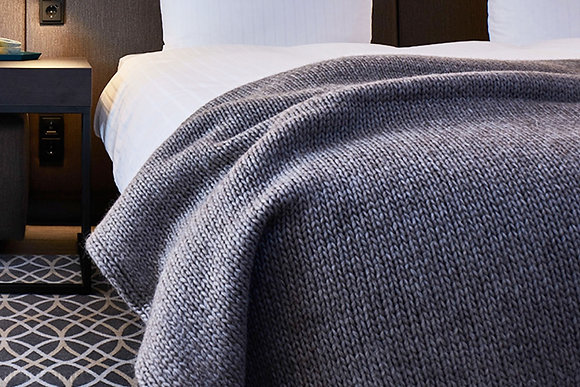 Knitted throw grey