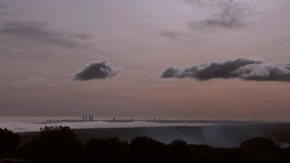 Madrid resurgiendo entre las nubes