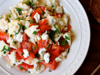Scrambled Eggs w/Tomatoes, Herbs & Goat Cheese