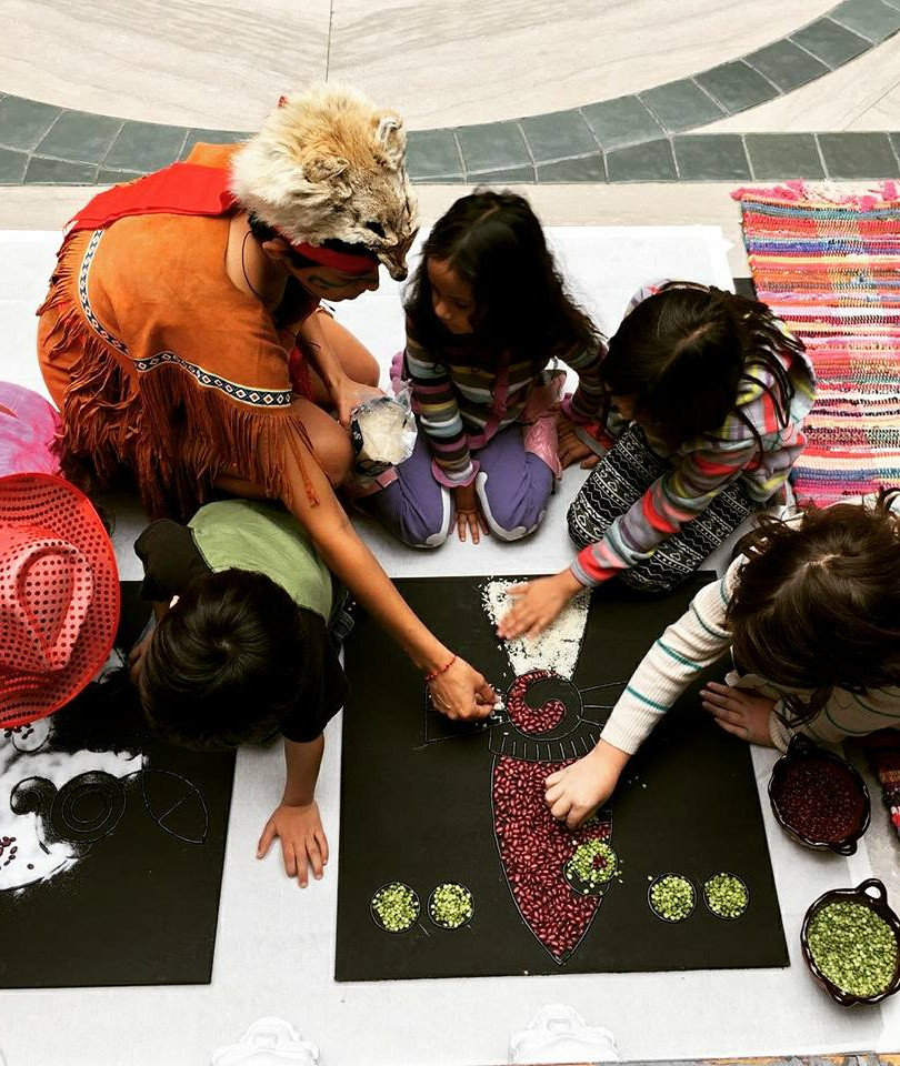Ofrenda demo with children at the Detroit Institute of Arts