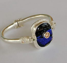 Bangle with a Glass Cabochon