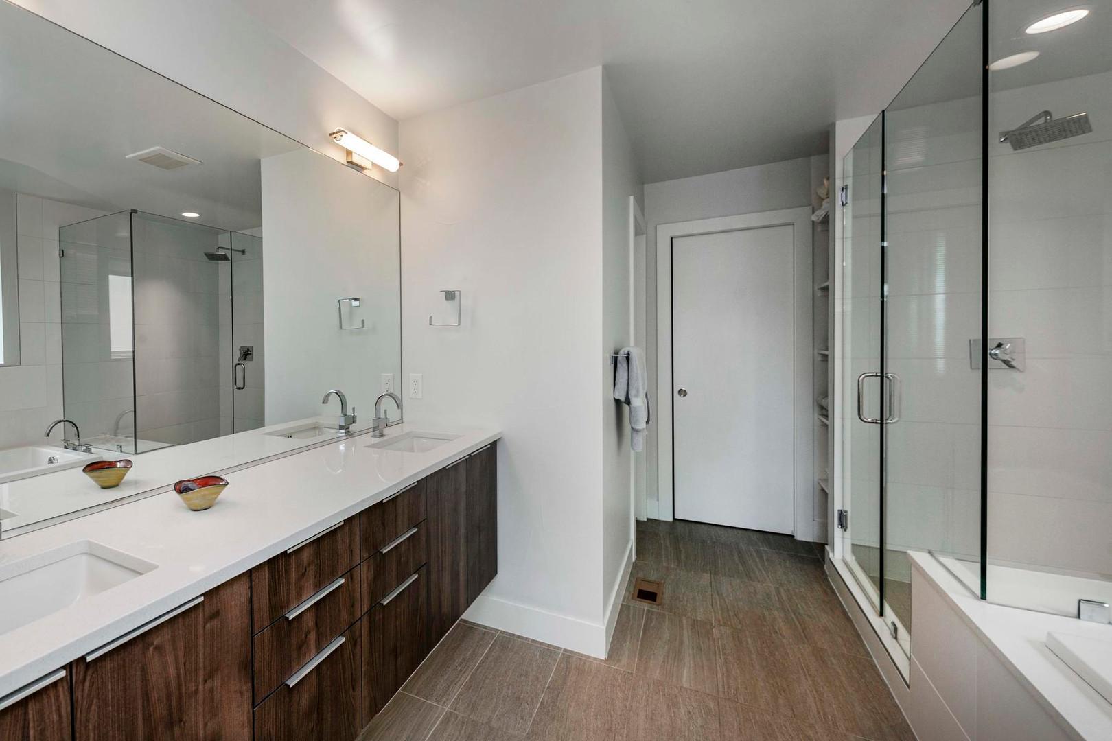 260 S Madison Street-030-045-Bathroom-ML