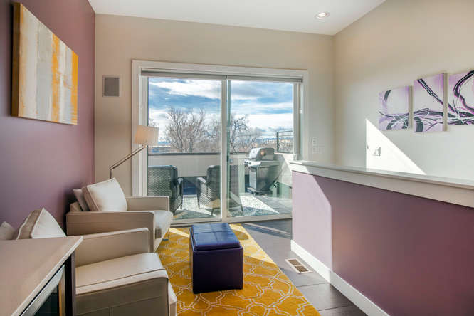 2526 W Argyle Place-small-020-10-Loft-66