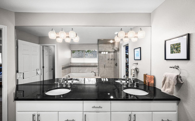 556 S Garfield Street-large-016-019-Bath