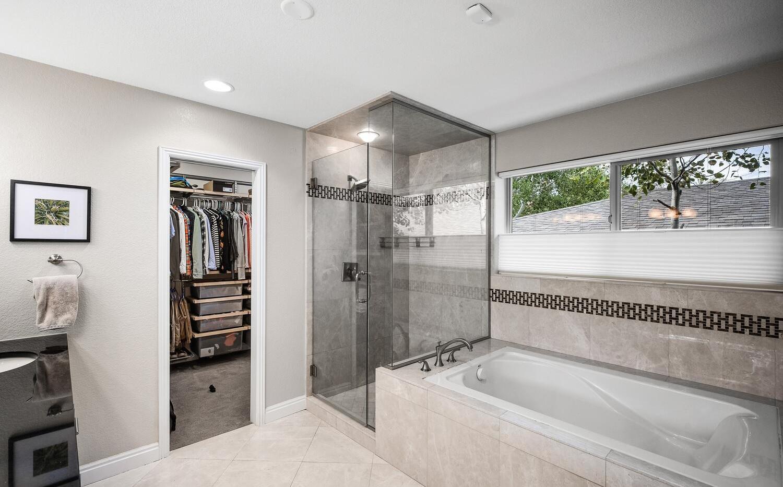 556 S Garfield Street-large-018-022-Bath